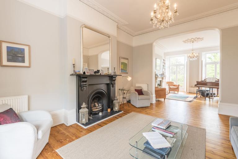 Luxurious Highbury Mansion with Beautiful Garden, London
