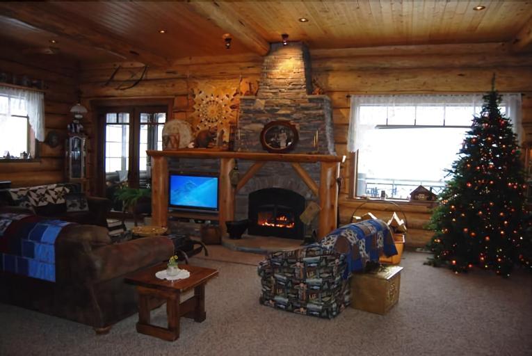 Kowal Ski Cabin by Apex Accommodations, Okanagan-Similkameen