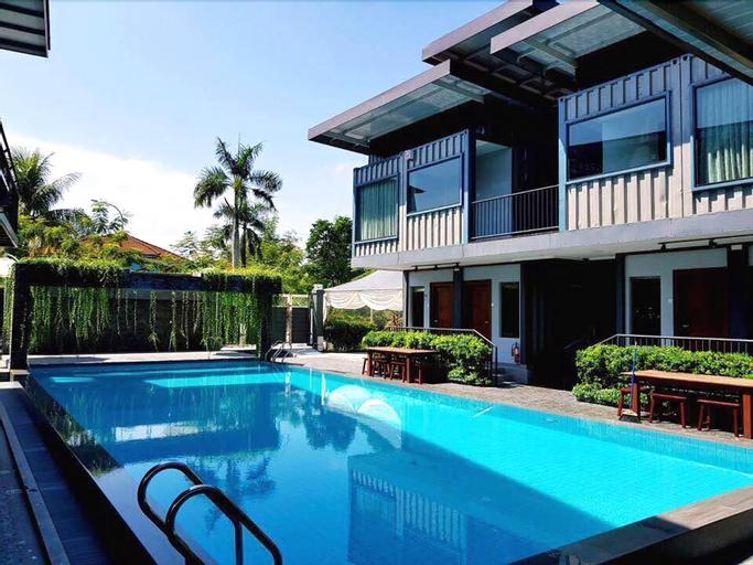 Kluang Container Swimming Pool Hotel, Keluang