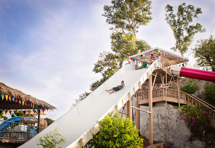 Whiterock Beach Hotel + Waterpark, Subic