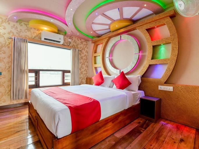 OYO 24290 Houseboat Anugraha Deluxe, Alappuzha