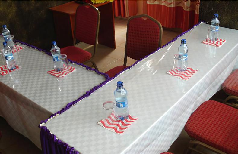 County Comfort Hotel, Kanduyi