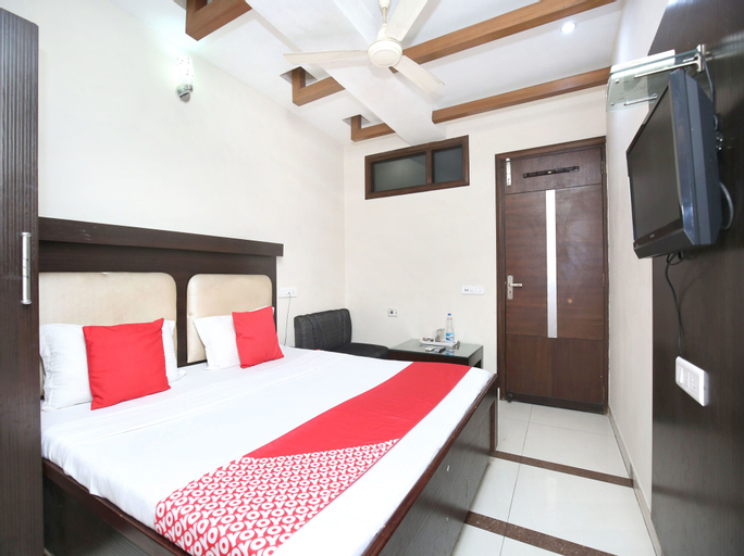OYO 16829 Hotel City Night, Ludhiana