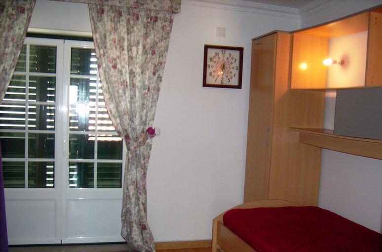 House With 2 Bedrooms in Penha Garcia, Idanha-a-Nova
