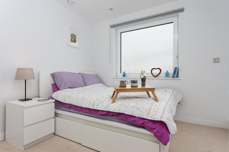 1 Bedroom Riverside Flat in Greenwich, London