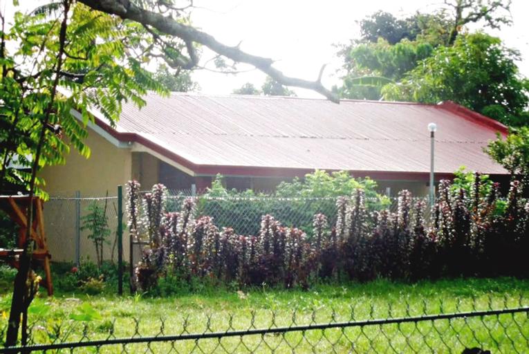 Casa Consuelo, Gubat
