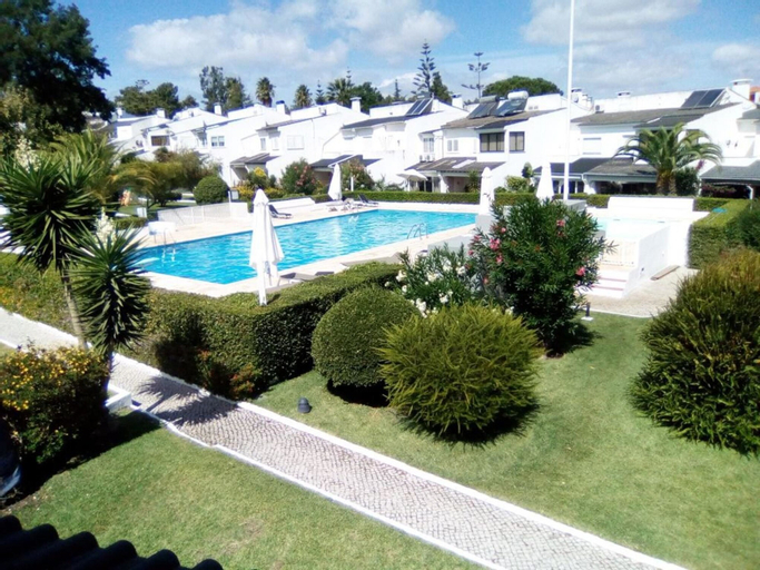 House With 4 Bedrooms in Corroios, With Pool Access, Enclosed Garden a, Seixal