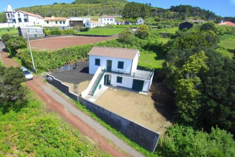House With 2 Bedrooms in Horta, With Wonderful sea View, Enclosed Garden and Wifi - 4 km From the Beach, Horta