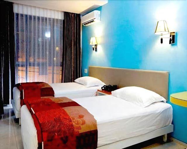 Dewarna Hotel Arifin Malang, Malang