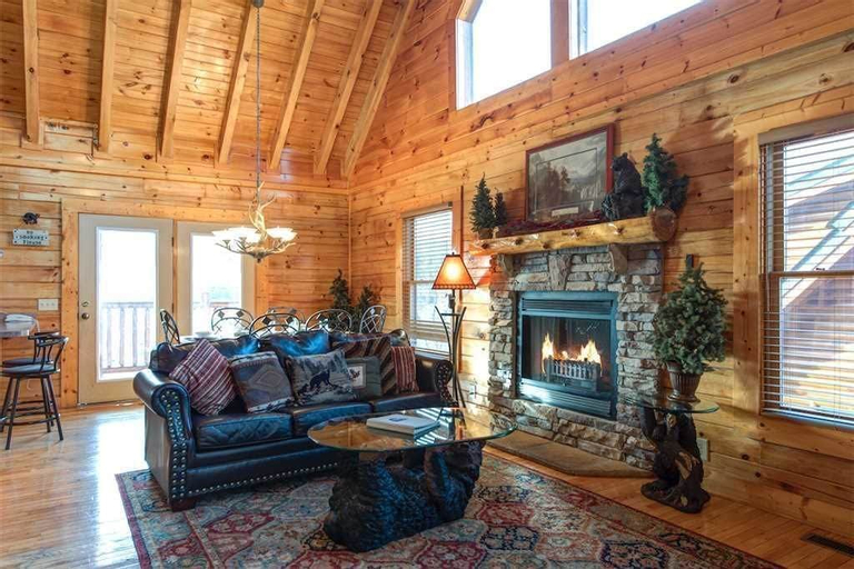 Mountain Paws Retreat 5 Bedroom Home with Hot Tub, Sevier