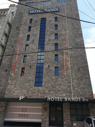 Hotel Bandi, Jung