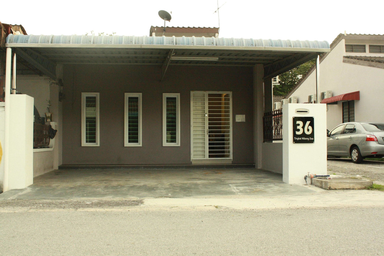 36 First Island, Barat Daya