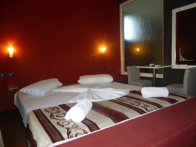 Hotel Red Apple, Fierit