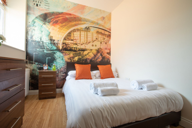 The Apartment Company - 8 Bedroom, Newcastle upon Tyne