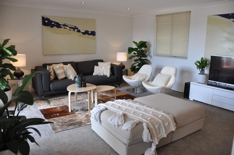 Sydney's Best 3 bdrm Apartment w Parking, Leichhardt