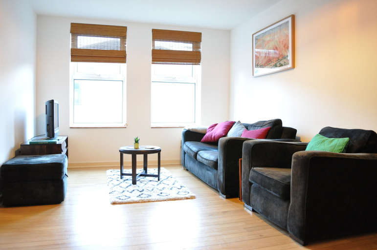 Central 1 Bedroom Apartment With Parking, London