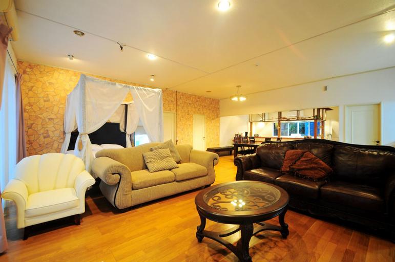Cottage 2288, Onna