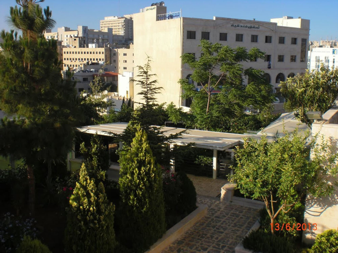 Almohandes Hotel apartment, Salt