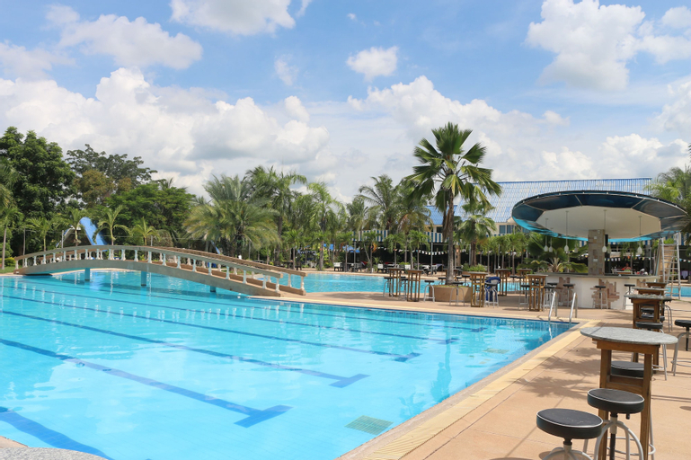 Castle Howchow Beach Resort Hotel, Kranuan