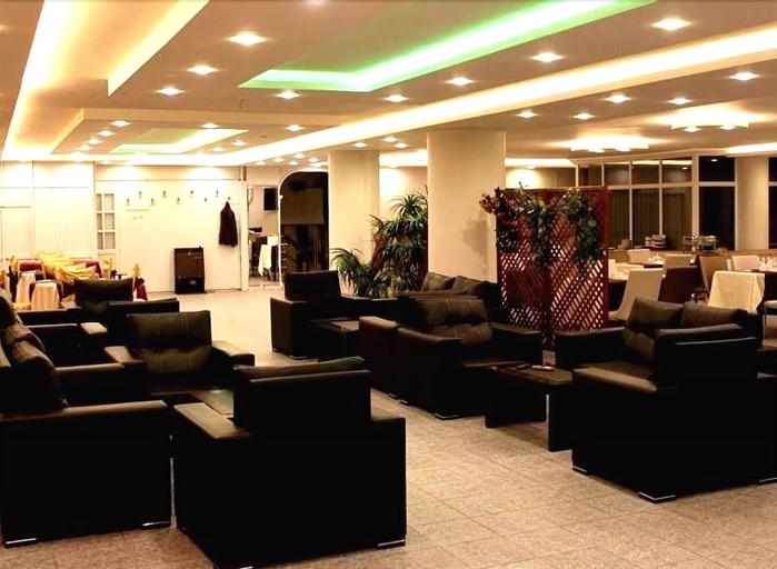 Pithana Hotel, Merkez