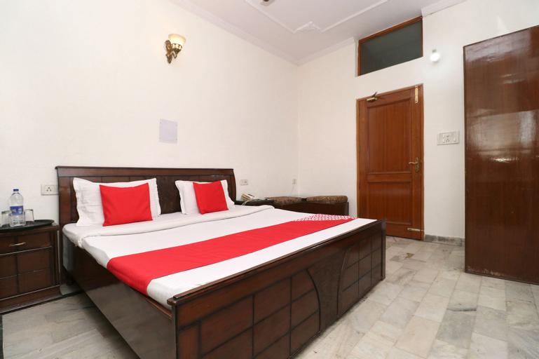 OYO 30237 Hotel Singh's 11, Sahibzada Ajit Singh Nagar