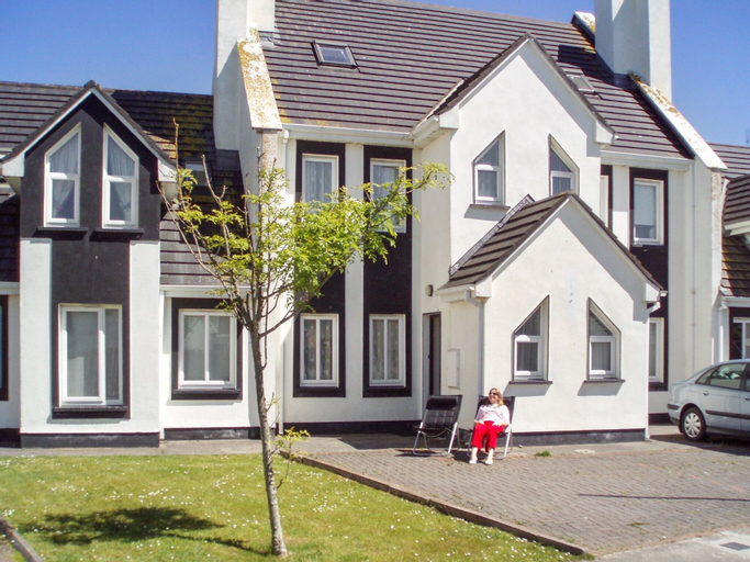 House With 4 Bedrooms in Enniscrone, With Enclosed Garden - 50 m From,