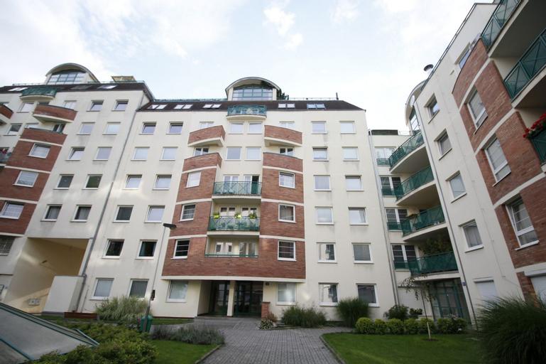 Panoramic Apartment Roof Terrace&Jacuzzi, Praha 3