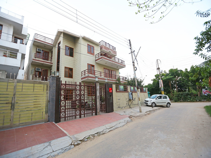 OYO 9581 Green Residency, Gurgaon