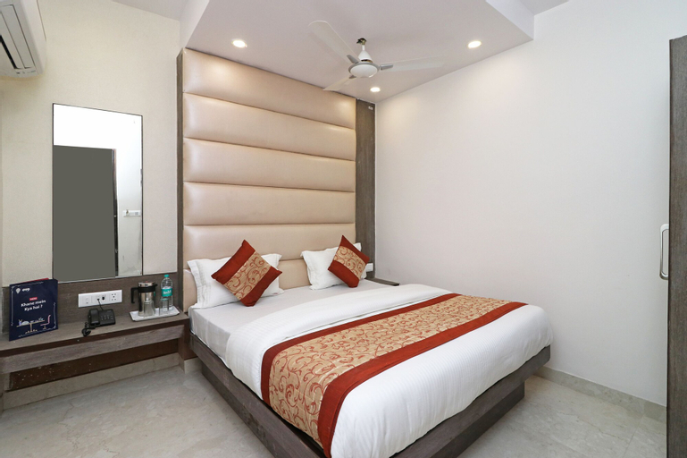 OYO 11593 Hotel Aman Guest House, West