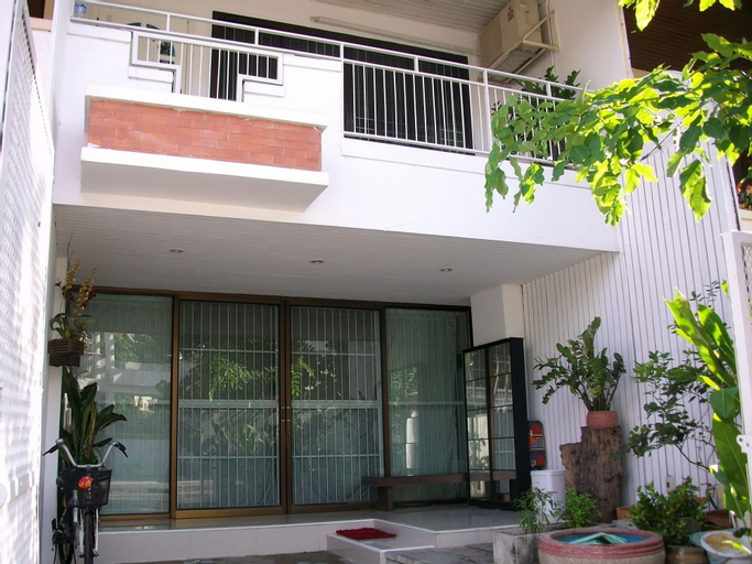 A Joy House, Lat Phrao