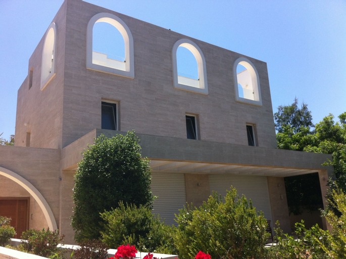 Villa w Garden Near Beach,