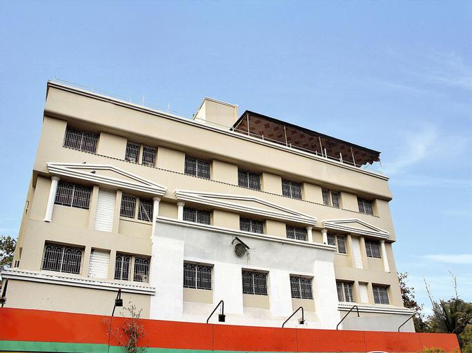OYO 10678 Hotel Nandanvan, Pune