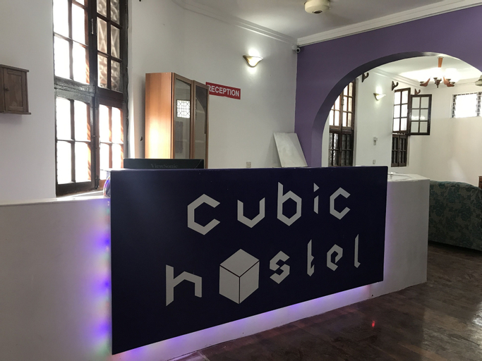 Cubic Hostel, Mjini