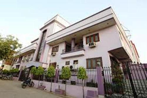 New Avenue Hotel, Aligarh