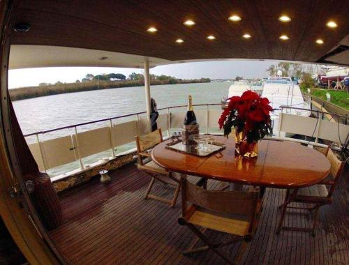 Property with 4 bedrooms in Fiumicino RM with wonderful lake view and furnished terrace, Roma