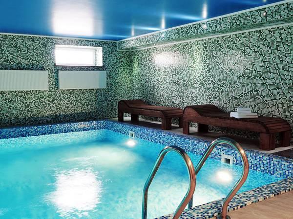 MelRose Hotel, Rivnens'ka