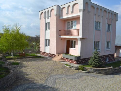 Rodynnyi Maietok Family Estate, Kamianets'-Podil's'ka