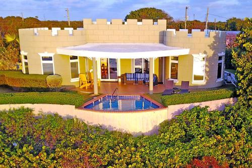 Castle Guesthouse by Grand Cayman Villas,