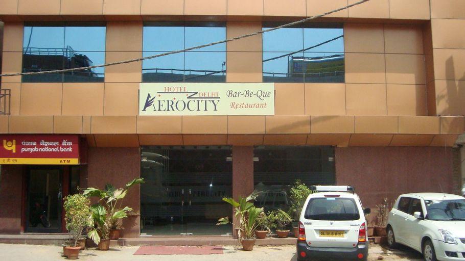 Hotel Delhi Aerocity, West