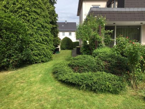 Entire house, quiet city location, garden, parking, Bielefeld