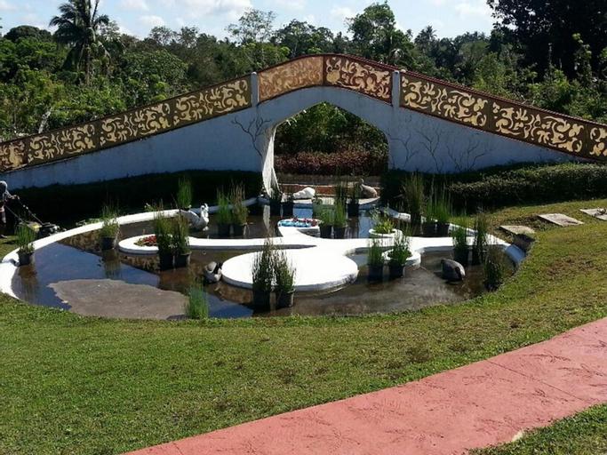 Titus Poison Garden, Alfonso