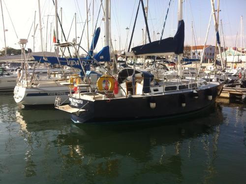 Boat at Lisbon - Vahine, Lisboa