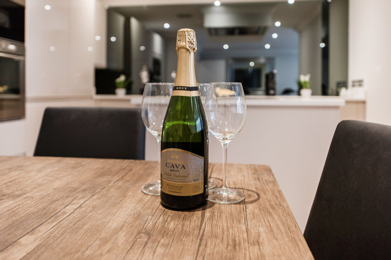 No 15 Luxury New Duplex Apartment, London