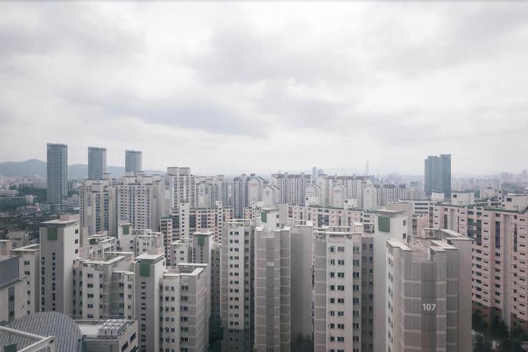 Spacious Apartment in Central Seoul, Dong-daemun