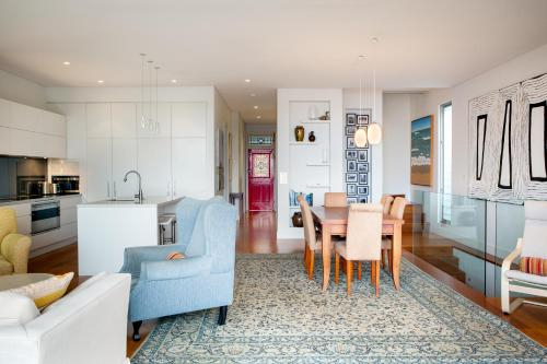 Beautiful Renovated Home With Water Views and Yard, Leichhardt