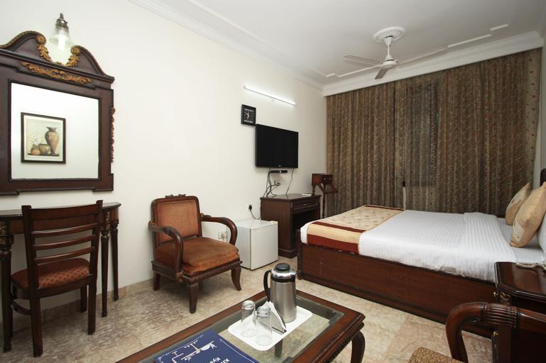 OYO 8505 Hotel Ashu Palace, West