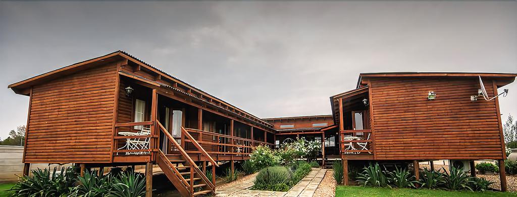 Sevens Guest House, Fezile Dabi