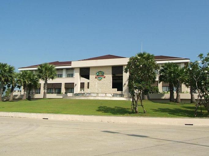 Suwan Golf and Country Club, Nakhon Chaisi