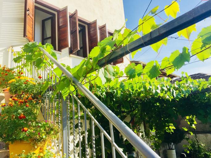 Denis Guest House, Gjirokastrës