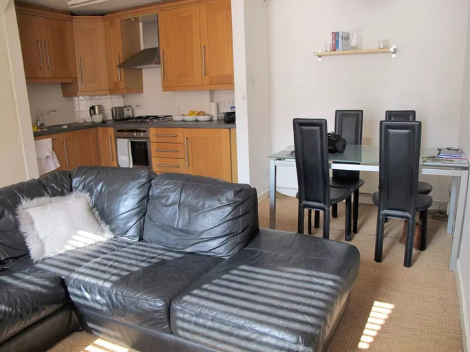 Amazing Two Bed Cottage in Victoria Park Village, London